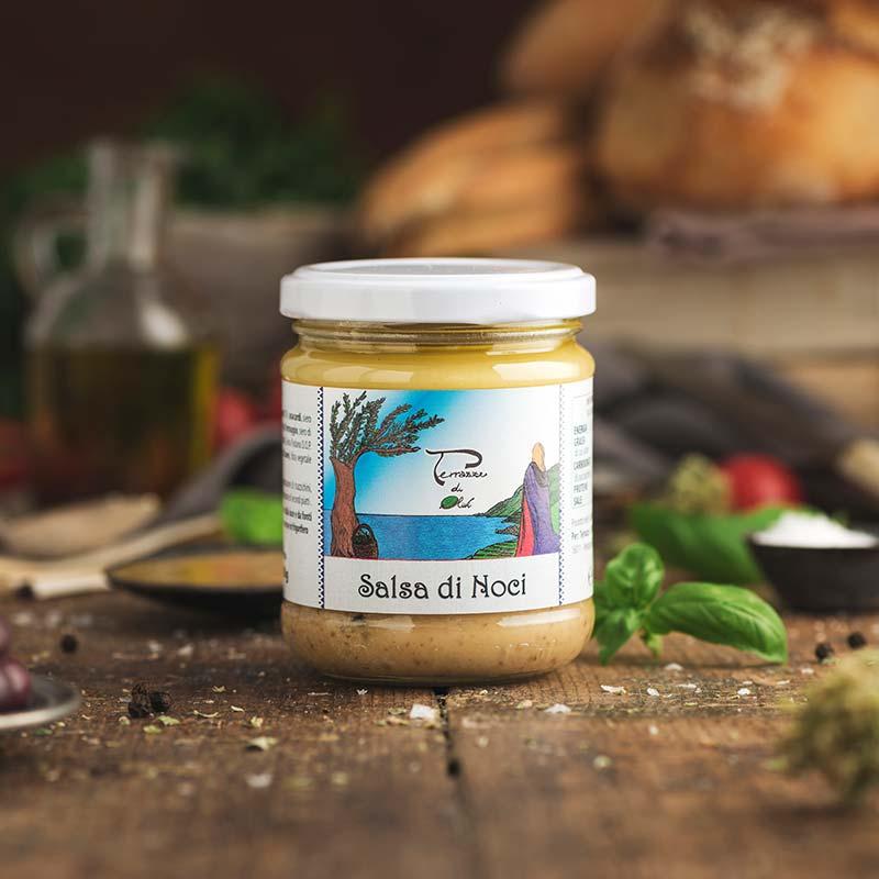 Salsa di noci con olio extravergine di oliva
